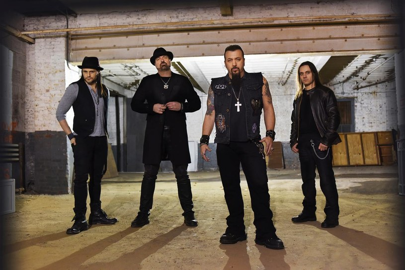 Muzycy i członkowie ekipy Adrenaline Mob wciąż nie doszli do siebie po tragicznym wypadku z połowy lipca, w którym zginął basista tej heavymetalowej formacji - David Zablidowsky.