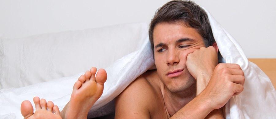"""Czy frustracja seksualna może źle wpływać na zdrowie? Może. Przynajmniej u muszek owocówek. Samce, które spodziewają się seksu i go nie dostają, odczuwają poważne zdrowotne konsekwencje i szybciej się starzeją. Wygląda na to, że szczęśliwe pożycie może być sposobem na zachowanie młodości i przedłużenie życia. Naukowcy z University of Michigan, którzy opisują na łamach """"Science"""" wyniki prowadzonych w tej sprawie badań, wskazują, że u większych organizmów może być podobnie. Jeśli nie od razu u ludzi, to chociaż u myszy."""