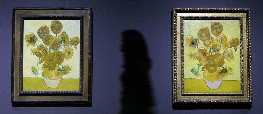 """Pięć muzeów na świecie, które posiadają obrazy przedstawiające słynne słoneczniki Vincenta Van Gogha – stworzyły wirtualną galerię, która daje oglądającemu wrażenie realnego obcowania """"twarzą w twarz"""" z dziełami Van Gogha. Obrazy te są obecnie prezentowane w 5 muzeach na świecie: w Holandii, Wielkiej Brytanii, Japonii, Niemczech i w USA."""