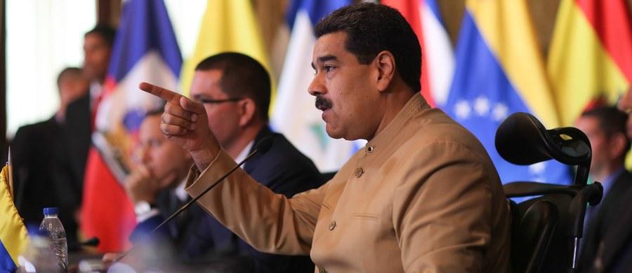 """""""Wenezueli nie można grozić, panie Trump"""" - powiedział prezydent Wenezueli Nicolas Maduro powiedział, odnosząc się do groźby prezydenta USA Donalda Trumpa ws. użycia """"opcji militarnej"""" wobec Caracas. Maduro zarządził też manewry wojskowe."""