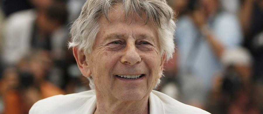 """Kobieta, którą jej adwokat Gloria Allred przedstawiła jako """"Robin"""", oświadczyła na konferencji prasowej w Los Angeles, że w 1973 roku, gdy miała 16 lat, reżyser Roman Polański wykorzystał ją seksualnie. Według Allred do seksualnego wykorzystania 16-latki przez reżysera miało dojść w południowej Kalifornii. Jej klientka odmówiła jednak podania szczegółów."""