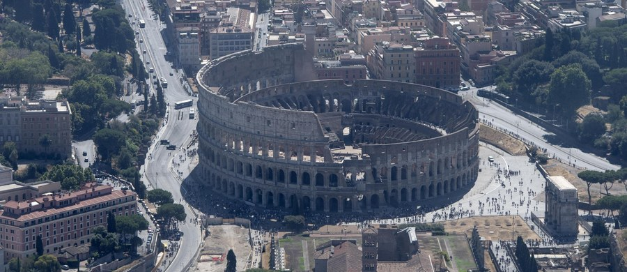 Karabinierzy radzą turystom we Włoszech, aby na wakacje zabrali oprócz kremu do opalania także mały magnes. Jak wyjaśniają, uchroni on przed nasilającym się latem procederem wydawania reszty podrabianymi monetami.