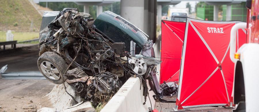 30 osób zginęło, 610 zostało rannych od piątku na polskich drogach - wynika ze statystyk Komendy Głównej Policji. W czasie długiego weekendu w całym kraju doszło do prawie pół tysiąca wypadków.
