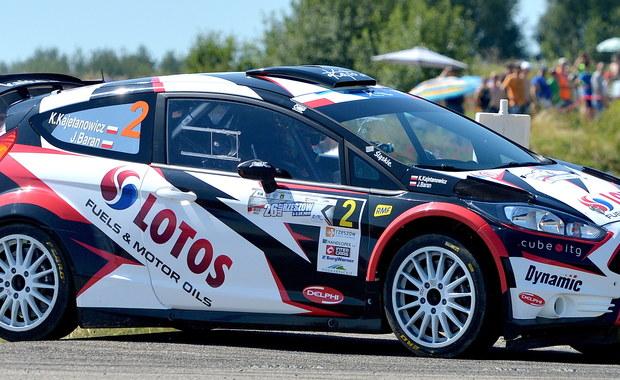 Pod koniec sierpnia odbędzie się 47. Barum Czech Rally Zlín. Na starcie tej niezwykle popularnej imprezy stanie łącznie blisko 250 samochodów. Rekordowa liczba 151 zespołów powalczy w łączonej rundzie mistrzostw Republiki Czeskiej i Mistrzostw Europy. Co najważniejsze, z pierwszym numerem na samochodzie, pojadą reprezentanci LOTOS Rally Team Kajetan Kajetanowicz i Jarek Baran. Aktualni mistrzowie Starego Kontynentu walczą o trzeci z rzędu tytuł - historyczny sukces, którego dotychczas nie osiągnął żaden z zawodników.