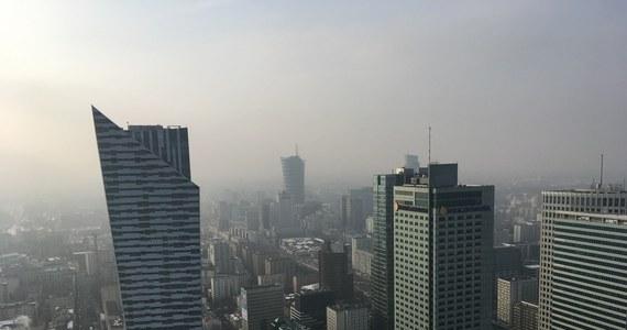 Warszawa utrzymała ubiegłoroczne 65. miejsce w zestawieniu najbardziej przyjaznych miast do życia - wynika z opublikowanego rankingu ośrodka analitycznego Economist Intelligence Unit. Siódmy rok z rzędu pierwsze miejsce zajmuje Melbourne (Australia).