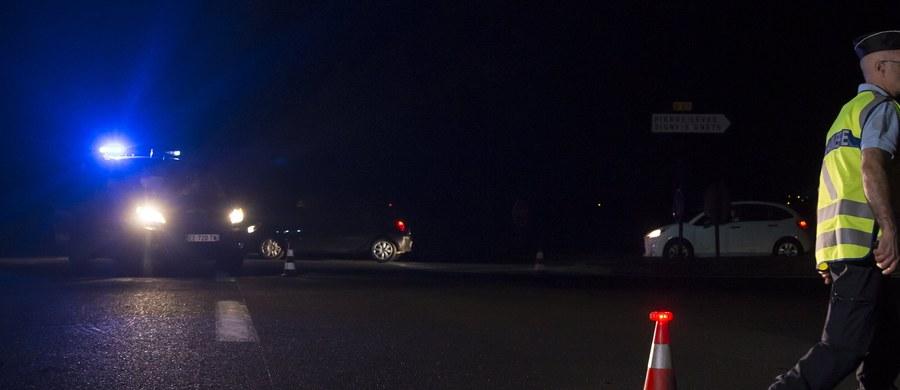 Zarzuty m.in. zabójstwa oraz jazdy pod wpływem środków odurzających postawiono mężczyźnie, który w poniedziałek wjechał samochodem w pizzerię w miasteczku na wschód od Paryża. Zginęła wówczas 12-letnia dziewczynka, a 13 osób zostało rannych.