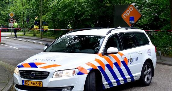 Holenderska policja zatrzymała w czwartek mężczyznę, który przez około półtorej godziny przetrzymywał kobietę jako zakładniczkę. Do incydentu doszło w budynku radia w mieście Hilversum pod Amsterdamem, w środkowej Holandii. Kobieta jest już bezpieczna.