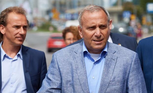 Rząd musi uznać stan klęski żywiołowej - powiedział w Gdańsku przewodniczący PO, Grzegorz Schetyna po wizycie w miejscowościach zniszczonych przez nawałnicę w województwie pomorskim.