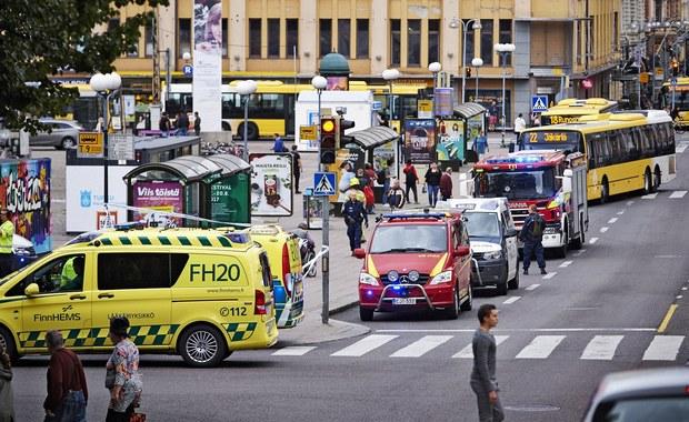 """""""Widziałam wszędzie wozy policyjne, jechały z każdej strony w każdą stronę. To pierwsze takie zdarzenie w Finlandii na taką skalę"""" - mówi RMF FM pani Patrycja, mieszkająca w Turku. Po ataku nożownika w tym fińskim mieście policja wciąż prowadzi dochodzenie i prosi mieszkańców o pozostanie w domach."""