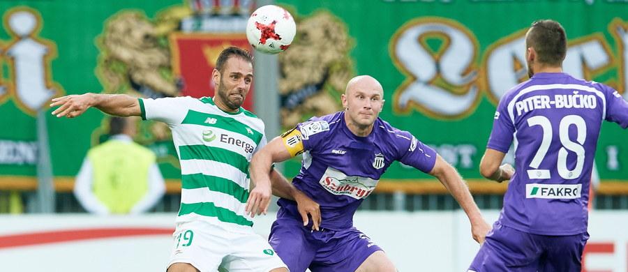 W pierwszym meczu szóstej kolejki piłkarskiej ekstraklasy Lechia przegrała na własnym stadionie z Sandecją 2:3 (0:2). W katastrofalnej w wykonaniu gdańszczan pierwszej połowie dwie bramki dla beniaminka z Nowego Sącza zdobył Bartłomiej Dudzic. Na początku drugiej odsłony gospodarze odrobili co prawda straty, ale w 78. zwycięskiego gola strzelił dla gości Wojciech Trochim.