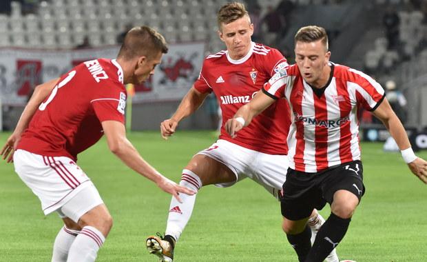 Dwa wykorzystane rzuty karne w końcówce przez Krzysztofa Piątka sprawiły, że Cracovia uratowała remis 3:3 z Górnikiem Zabrze w drugim piątkowym spotkaniu 6. kolejki ekstraklasy.