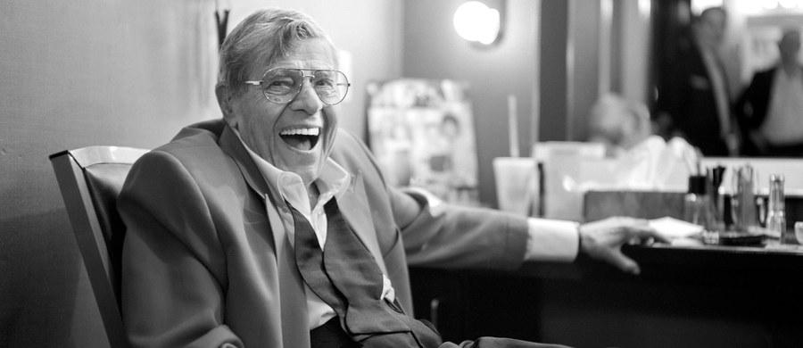 W wieku 91 lat zmarł w niedzielę w swoim domu Las Vegas aktor filmowy, piosenkarz, komik i artysta estradowy Jerry Lewis. Status gwiazdy osiągnął występując przez 10 lat na estradzie razem z Deanem Martinem. Przez pewien czas był najlepiej opłacanym aktorem w Hollywood.