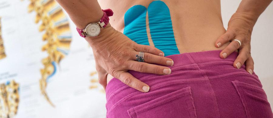 Rwa kulszowa to bolesne schorzenie, które może nas sparaliżować i uniemożliwić codzienne funkcjonowanie. Co gorsze, może nas dopaść w najmniej spodziewanym momencie, przy wykonywaniu codziennych czynności. Czym jest spowodowana i dlaczego jest tak bolesna?