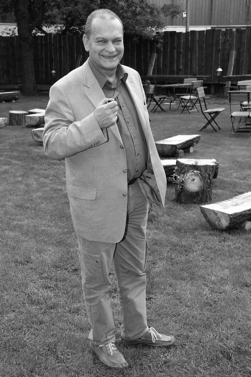 """Mija 10 lat od tragicznej śmierci Jacka Chmielnika, którego widzowie z pewnością pamiętają z filmów """"Vabank"""", """"Kingsajz"""" czy serialu """"Nad Niemnem"""". """"Nie jestem urodzonym aktorem. Jestem facetem"""" - mówił o sobie."""