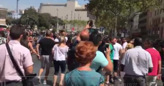 Znów niespokojnie w Barcelonie. Na kilkadziesiąt minut wstrzymano ruch na Placu Katalońskim po tym, jak w autobusie znaleziono podejrzany pakunek. Na szczęście okazało się, że był to fałszywy alarm.