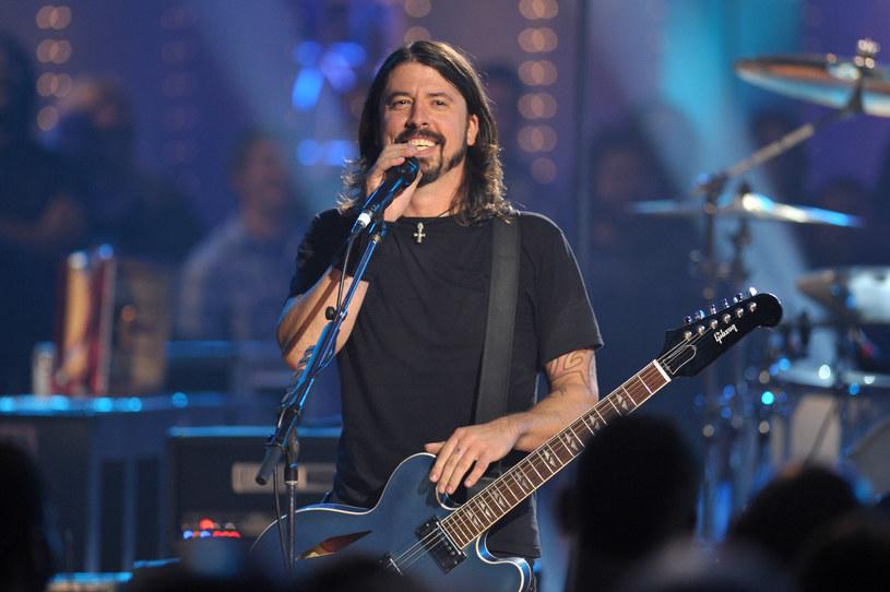 Do nieoczekiwanego duetu doszło podczas koncertu Foo Fighters w Tokio. Rockową grupę wspomógł gwiazdor lat 80. Rick Astley.