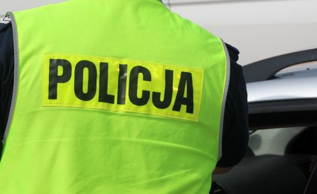 Dwa wypadki z udziałem radiowozów w Warszawie. Na ulicy Andersa przy kinie Muranów w policyjny samochód uderzyło auto osobowe. Wcześniej - na Wawelskiej - w stojący radiowóz wjechała osobówka.