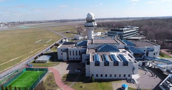 Prokuratura Rejonowa Warszawa – Ochota skierowała do sądu akt oskarżenia przeciwko Markowi O. Mężczyzna w marcu kilkakrotnie oślepiał laserem pilotów samolotów startujących z warszawskiego Okęcia.