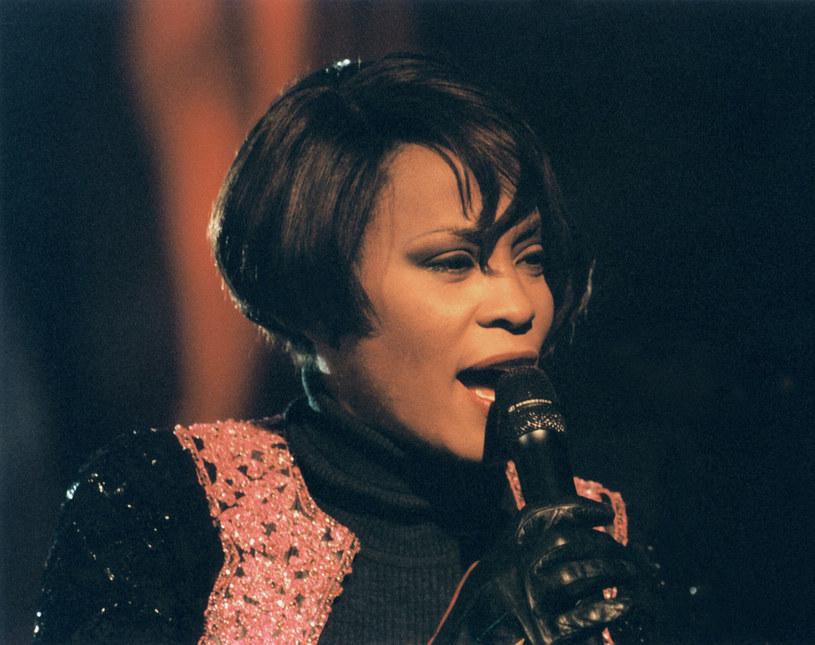 W sierpniu tego roku Whitney Houston obchodziłaby 54. urodziny. Jej śmierć sprzed ponad pięciu lat była szokiem dla milionów fanów. Tych w Polsce również. Przypomnijmy sobie jedyny koncert gwiazdy w naszym kraju, który odbył się 18 lat temu.