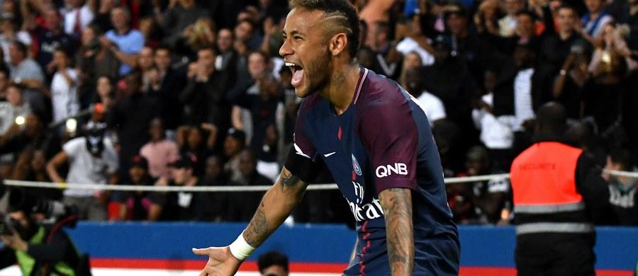 Barcelona pozywa do sądu Brazylijczyka Neymara, który zdaniem klubu złamał postanowienia kontraktu wiążącego obie strony. 25-letni piłkarz ma zwrócić premię lojalnościową oraz wpłacić 8,5 miliona euro odszkodowania.