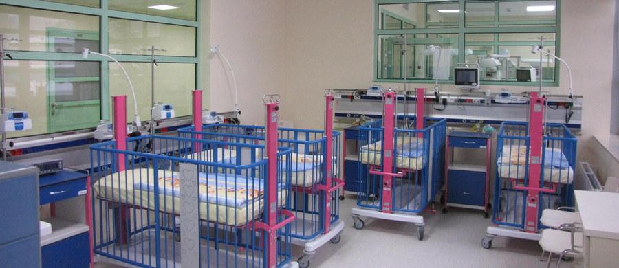 Trzy razy więcej znieczuleń przy porodach wykonują szpitale od lipca 2015 roku, gdy NFZ zaczął dodatkowo finansować znieczulenie zewnątrzoponowe - wynika z danych NFZ. Od początku tego roku najwięcej znieczuleń wykonano na Mazowszu - 4 tys., a najmniej w Lubuskiem - 15.
