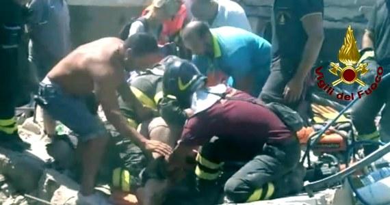 Włoska minister obrony Roberta Pinotti wręczyła specjalny medal za odwagę 11-letniemu chłopcu o imieniu Ciro, który podczas trzęsienia ziemi na wyspie Ischia uratował swego młodszego brata. Ciro jest w szpitalu, gdzie trafił, gdy został wydobyty spod gruzów domu.