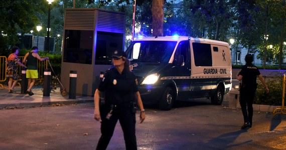 """Państwo Islamskie (IS) po raz pierwszy opublikowało w mediach społecznościowych nagranie wideo w języku hiszpańskim, w którym grozi przeprowadzeniem kolejnych ataków w Hiszpanii - podał madrycki dziennik """"El Pais""""."""