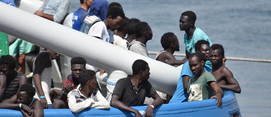 Migranci i uchodźcy we Włoszech nie będą więcej wyrzucani z nielegalnie zajmowanych budynków, jeśli wcześniej nie zostanie im zagwarantowane inne miejsce zamieszkania - postanowiło MSW w Rzymie zapowiadając zmianę zasad postępowania w takich przypadkach.