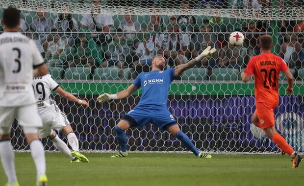 Broniąca tytułu Legia Warszawa wygrała u siebie z dotychczasowym liderem Zagłębiem Lubin 2:1 w szlagierowym meczu 7. kolejki piłkarskiej ekstraklasy. Na pierwsze miejsce awansował Lech, po zwycięstwie w Poznaniu nad Arką Gdynia 3:0.