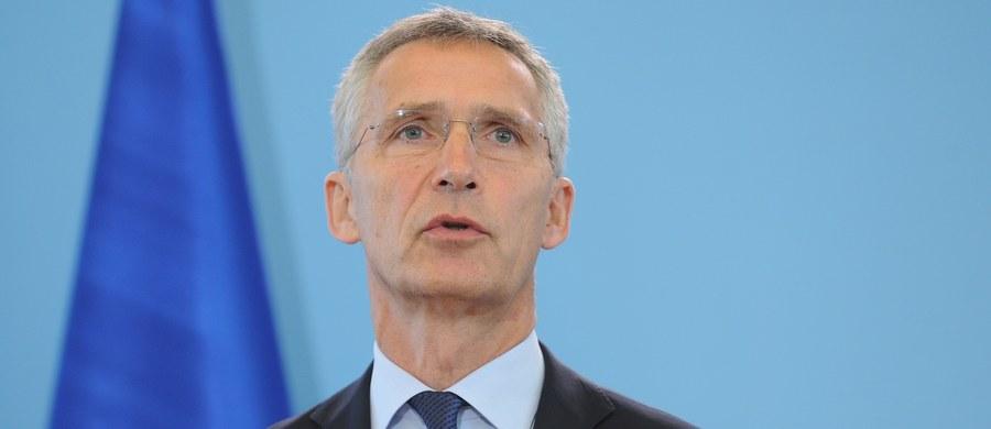 """NATO jest gwarantem zbiorowej obrony i Europa od niego zależy - podkreślił sekretarz generalny Sojuszu Północnoatlantyckiego Jens Stoltenberg w wywiadzie dla """"Rzeczpospolitej"""". Odnosząc się do planowanej wspólnej polityki obronnej UE powiedział, że """"to nie może być konkurencja, lecz uzupełnienie działań NATO""""."""