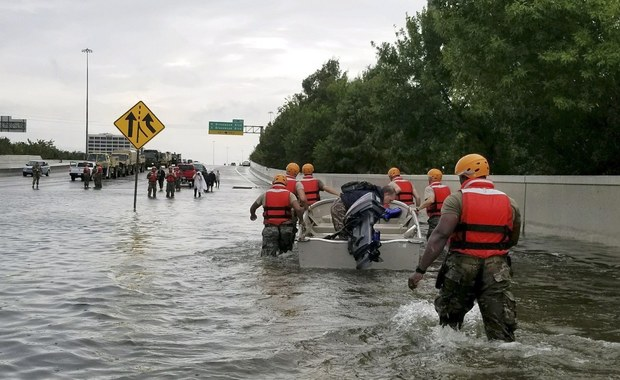 Prezydent USA Donald Trump uda się we wtorek do Teksasu, aby na miejscu zapoznać się ze skutkami potężnego huraganu Harvey i katastrofalnych powodzi - poinformowała w niedzielę rzeczniczka Białego Domu Sarah Sanders.