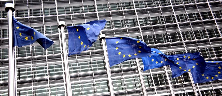Komisja Europejska poinformowała w poniedziałek, że otrzymała odpowiedzi na wysłane przed miesiącem uzupełniające rekomendacje w procedurze praworządności od Polski - podały służby prasowe KE. Komisja zapowiedziała, że będzie teraz z uwagą analizować pismo z Warszawy. Polska nie zgadza się z zarzutami Komisji Europejskiej dotyczącymi reformy sądownictwa i tłumaczy konieczność wprowadzenia zmian - informuje dziennikarka RMF FM Katarzyna Szymańska-Borginon.