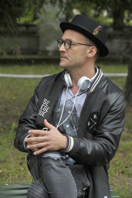 """Reżyser Bartosz Prokopowicz (""""Chemia"""") pracuje nad kolejnym obrazem. Tym razem mierzy się z komedią romantyczną. Ostatni klaps na planie""""Narzeczonego na niby"""" padnie 31 sierpnia."""