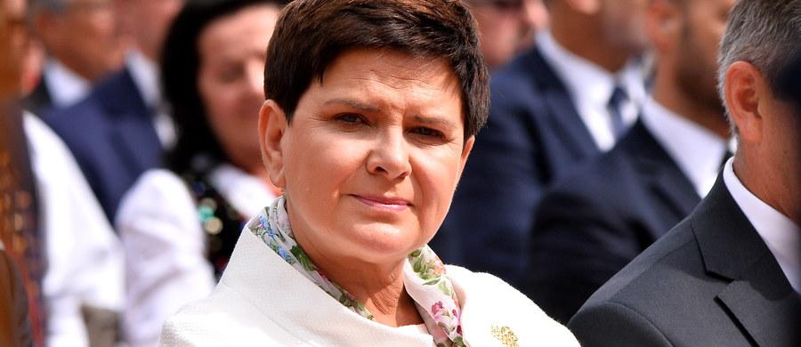 Premier Beata Szydło rozmawiała telefonicznie w poniedziałek ws. pracowników delegowanych z premierami: Słowacji Robertem Fico i Hiszpanii Mariano Rajoyem - poinformował rzecznik rządu Rafał Bochenek. W trakcie rozmowy z Fico podkreślono aktualność wspólnego stanowiska V4.