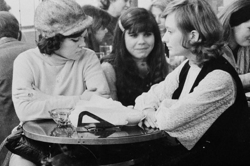 """45 lat temu odbyła się telewizyjna premiera filmu """"Dziewczyny do wzięcia"""" Janusza Kondratiuka. Zadebiutował w nim """"najsłynniejszy kobiecy duet polskiego kina"""" - Regina Regulska i Ewa Pielach, nazywane żeńskim odpowiednikiem pary Jan Himilsbach - Zdzisław Maklakiewicz."""