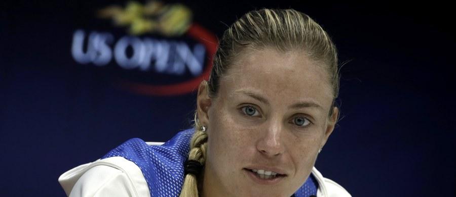 """Niemka polskiego pochodzenia Angelique Kerber nie obroni w US Open wywalczonego przed rokiem tytułu. Rozstawiona z """"szóstką"""" tenisistka przegrała w Nowym Jorku z Japonką Naomi Osaką 3:6, 1:6."""