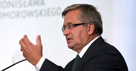 Z 1,5 roku do jednego roku i dwóch miesięcy w zawieszeniu obniżył w środę Sąd Apelacyjny w Gdańsku karę dla mężczyzny oskarżonego o czynną napaść na prezydenta Bronisława Komorowskiego w 2015 r. i użycie przemocy wobec trzech policjantów.