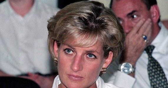 W przeddzień 20. rocznicy śmierci księżnej Diany brytyjskie media przytaczają wypowiedź jej byłego kamerdynera. Paul Burrell do dziś powątpiewa w trafność oficjalnego werdyktu, który obarczył winą za jej śmierć pijanego kierowcę mercedesa.