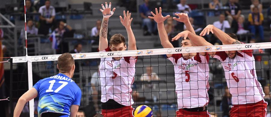 """Polscy siatkarze przegrali w Krakowie 0:3 ze Słowenią i pożegnali się z mistrzostwami Europy. """"Nic nie usprawiedliwia tak niskiego poziomi, jaki zaprezentowaliśmy""""– powiedział Bartosz Kurek."""