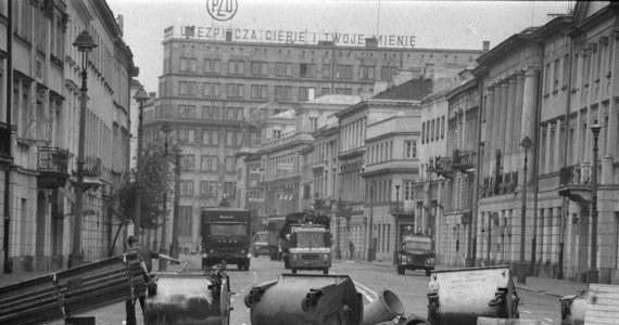 """35 lat temu, 31 sierpnia 1982 r., w drugą rocznicę podpisania porozumień w Gdańsku, Solidarność zorganizowała w całej Polsce manifestacje. W ponad 60 miastach na ulice wyszły tysiące ludzi. Tragiczny bilans zbrodniczych działań """"sił porządkowych"""" tego dnia wynosi 6 ofiar śmiertelnych."""