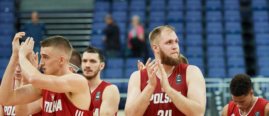 Reprezentacja Polski koszykarzy przegrała w Helsinkach ze Słowenią 81:90 (22:24, 24:29, 12:21, 23:16) w pierwszym meczu mistrzostw Europy. Piątek będzie dniem przerwy dla drużyn z grupy A, zaś w sobotę biało-czerwoni zagrają z Islandczykami.