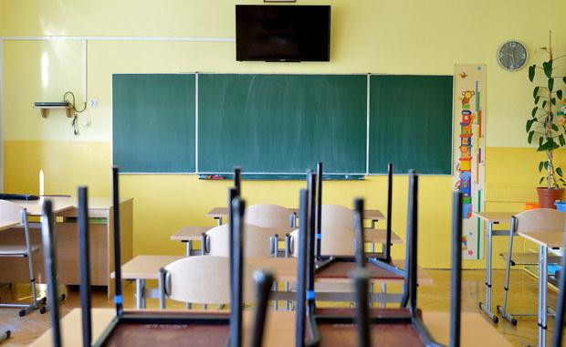 Dzieci powinny zjeść posiłek przed wyjściem do szkoły, a drugie śniadanie zabrać do szkoły; tornister nie powinien być za ciężki - przypomina Porozumienie Pracodawców Ochrony Zdrowia przed zbliżającym się nowym rokiem szkolnym.