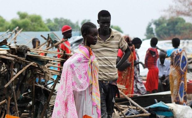 """""""Jeśli bym odmówiła, to mój ojciec i bracia zabiliby mnie"""" - mówi Eliza z Sudanu Południowego, która w wieku 13 lat została wydana za mąż. Ponad połowa młodych dziewcząt w tym kraju bierze ślub przed ukończeniem 18. roku życia."""