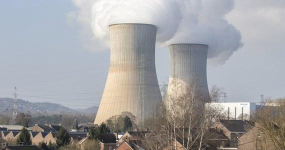 W Akwizgranie na zachodzie Niemiec rozpoczęła się akcja rozdawania tabletek z jodem. Mieszkańcy obawiają się awarii elektrowni atomowej znajdującej się po drugiej stronie granicy w Belgii. Próby doprowadzenia do zamknięcia elektrowni się nie powiodły.