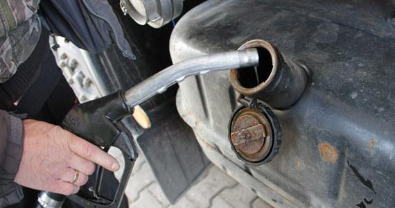 Ponad 10 milionów złotych stracił Skarb Państwa na działalności zorganizowanej grupy przestępczej, która olej żeglugowy przerabiała na olej do samochodów. Śledztwo w tej sprawie prowadzi łódzka Prokuratura Regionalna.