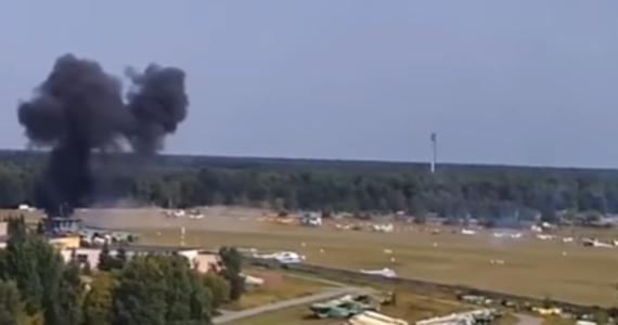 Na podmoskiewskim lotnisku Bałaszycha podczas pokazów lotniczych doszło do katastrofy rosyjskiego dwupłatowca An-2, który zawadził skrzydłem o ziemię i rozbił się na oczach widzów. Zginął pilot i obecny na pokładzie fotoreporter.