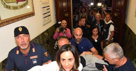 Trzej nieletni sprawcy napaści na Polaków w Rimini - dwaj Marokańczycy i Nigeryjczyk - zostali przewiezieni do zakładu karnego dla nieletnich w Bolonii - podały włoskie media. Dwaj bracia Marokańczycy stawili się sami w sobotę na posterunku karabinierów niedaleko miasta Pesaro. Nieletni Nigeryjczyk został aresztowany kilka godzin później w tej okolicy.