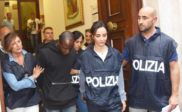 20-letni Kongijczyk Guerlin Butungu, aresztowany w niedzielę pod zarzutem napaści na polskich turystów oraz gwałtu i przesłuchany przez prokuraturę, nie okazuje żadnej skruchy – poinformowali włoscy śledczy, cytowani przez telewizję RAI. Mężczyzna uważany jest za przywódcę grupy, która brała udział w ataku w Rimini.