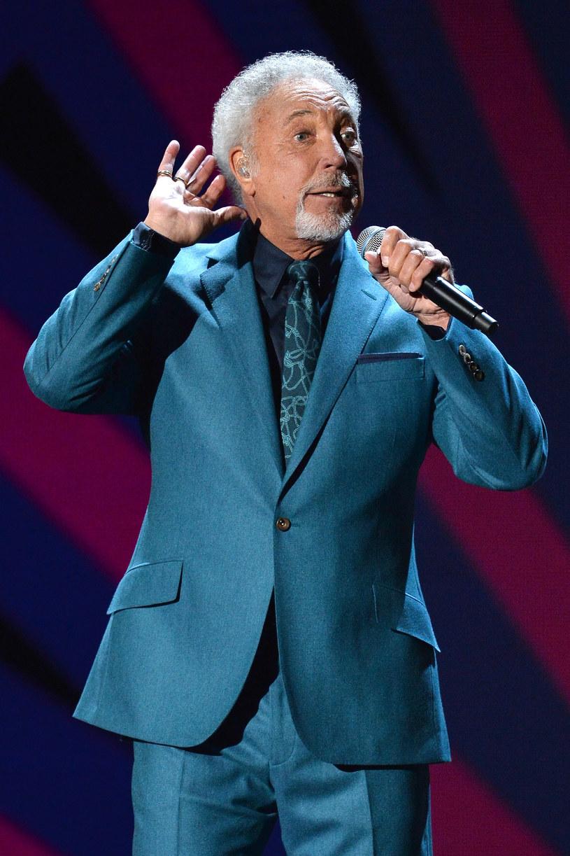 6 września miała rozpocząć się amerykańska trasa Toma Jonesa, jednak lekarze zabronili 77-letniemu wokaliście występować na scenie.