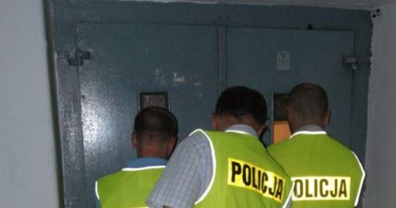 Policjanci z Jastrzębia-Zdroju - dzięki zgłoszeniu jednego z mieszkańców - zatrzymali 10 osób w wieku od 8 do 16 lat. Powód? Zdemolowanie windy  w jednym z bloków przy ulicy Turystycznej. Uszkodzenia były na tyle poważne, że korzystanie z winy mogło zagrażać życiu i zdrowiu mieszkańców - podkreślają funkcjonariusze.